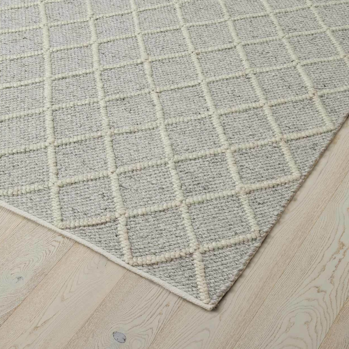 Mitre Feather Rug - 200x300cm